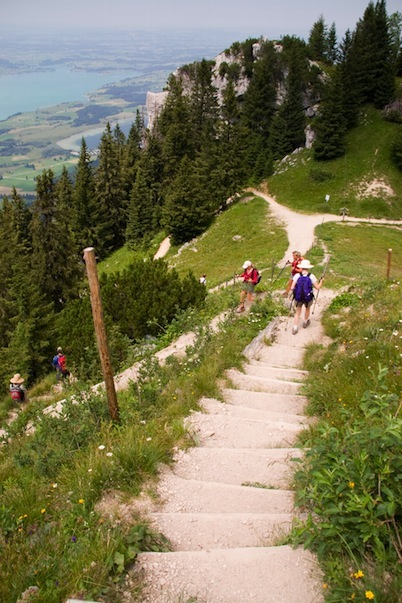 Blick vom Tegelberg Wanderweg talwärts
