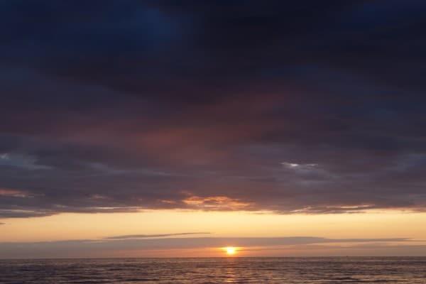 Sonnenuntergang mit angestrahlten Wolken