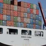 Die Cosco China auf dem Weg in den Hamburger Hafen