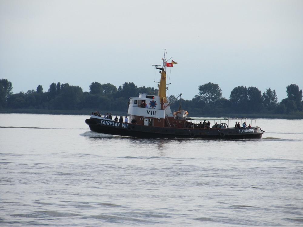 Fairplay VIII in Fahrt auf der Elbe