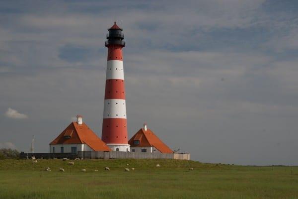 Westerhever Leuchtturm mit Nebengebäuden