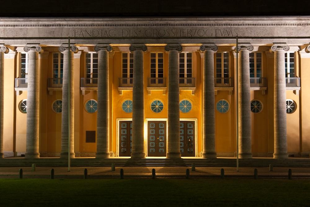 Nachbearbeitung von Nachtaufnahmen - hier der alte Oldenburger Landtag