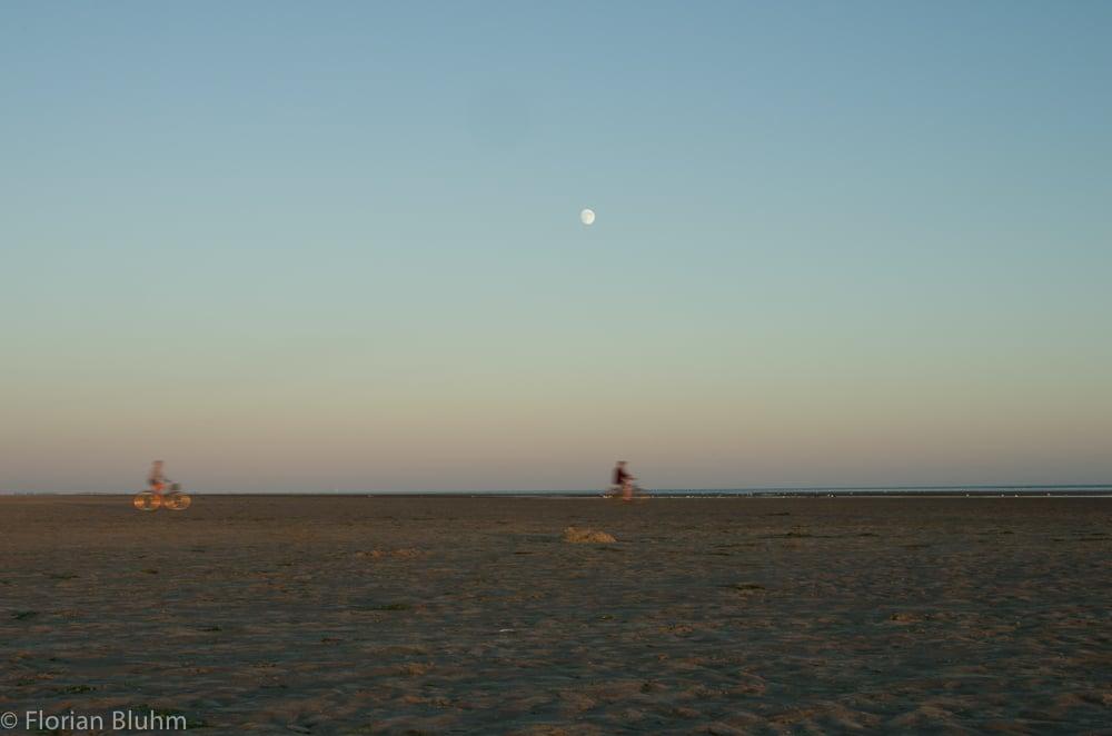 Sankt-Peter-Ording Böhl Radfahrer am Strand Sonnenuntergang