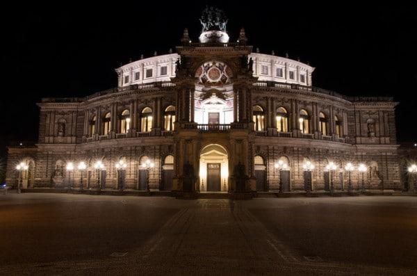 Anleitung zur Nachtfotografie - die Dresdener Semperoper ist ein beliebtes Fotomotiv