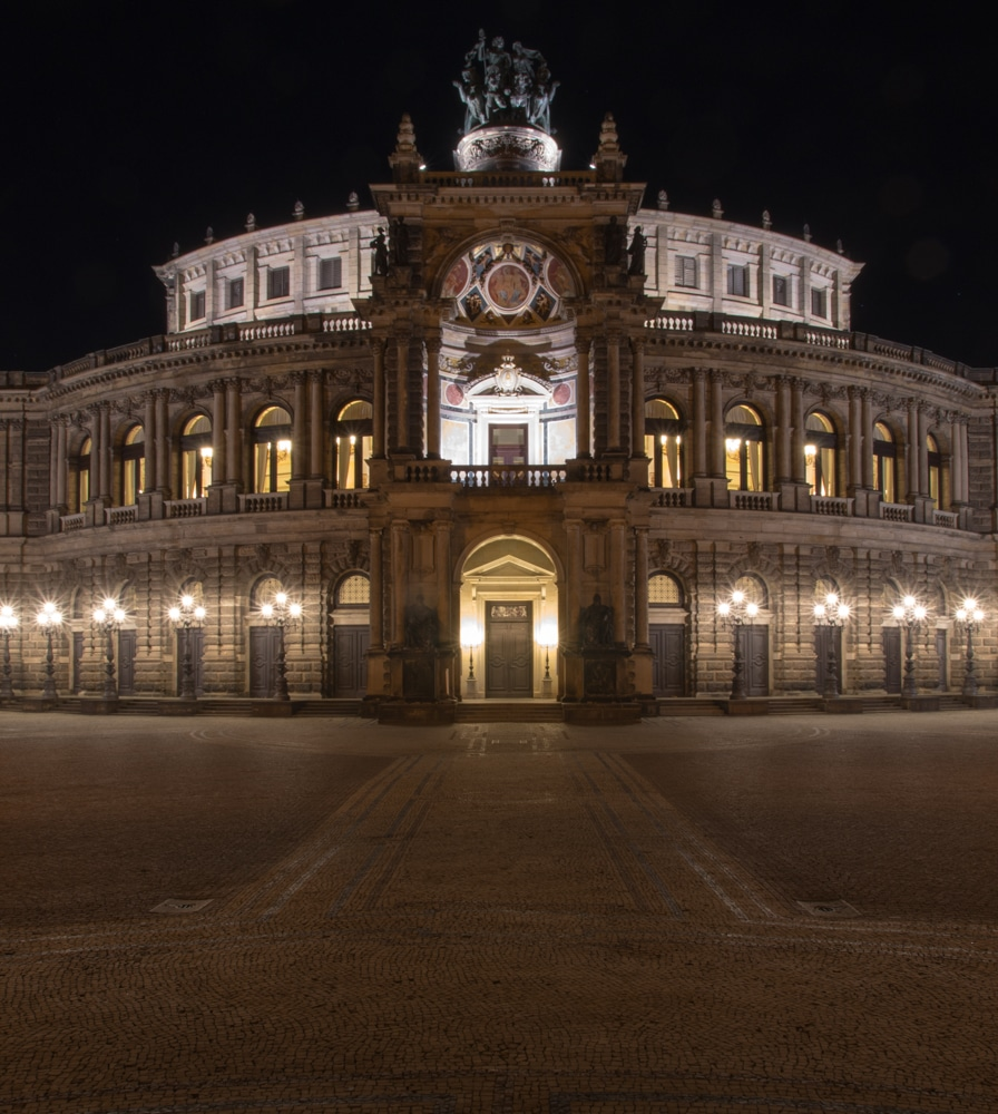 Dresden Semperoper bei Nacht