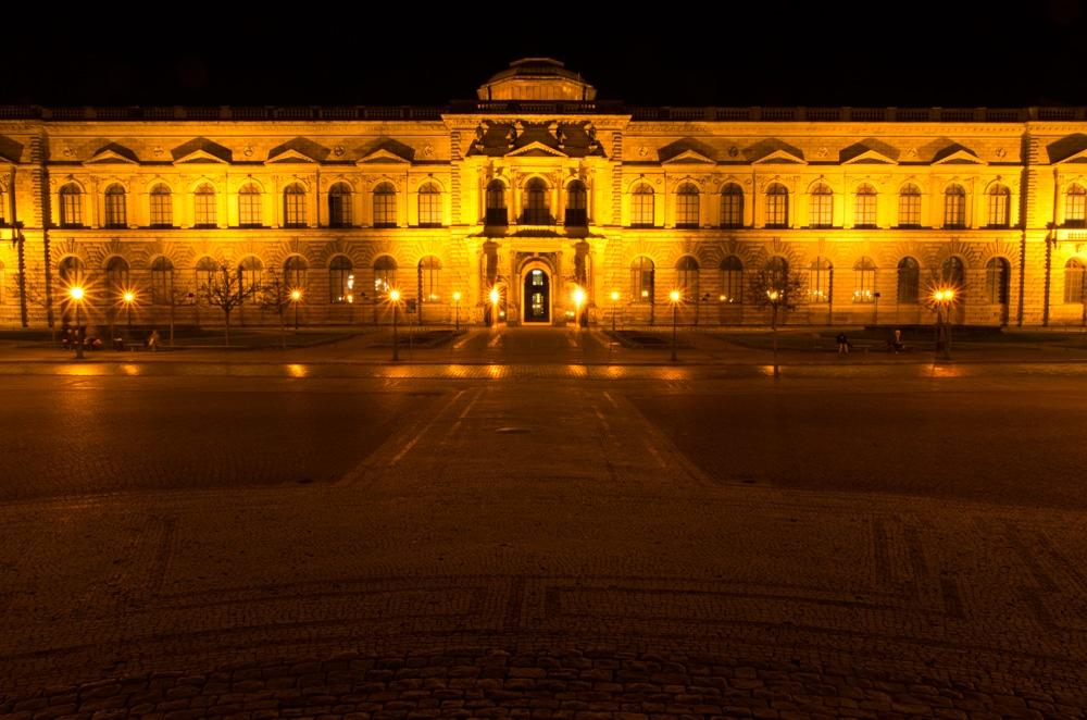 Dresden Zwinger Außenansicht bei Nacht
