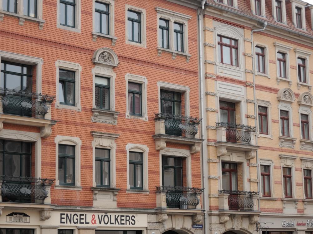 Die Fassaden der Dresdener Neustadt erinnern an Hamburg