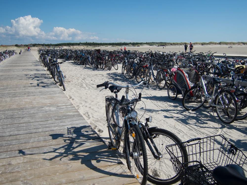 Volle Fahrradständer in Ording