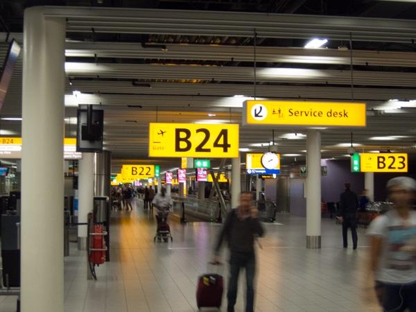 Leben nach der Uhrzeit am Flughafen Amsterdam