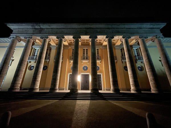 Der alte Landtag in Oldenburg bei Nacht